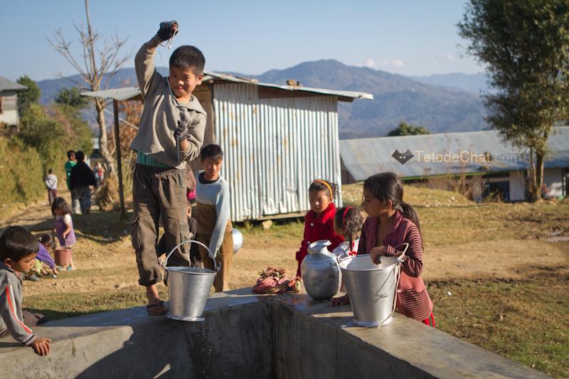 enfants_puit_ukhrul_eau