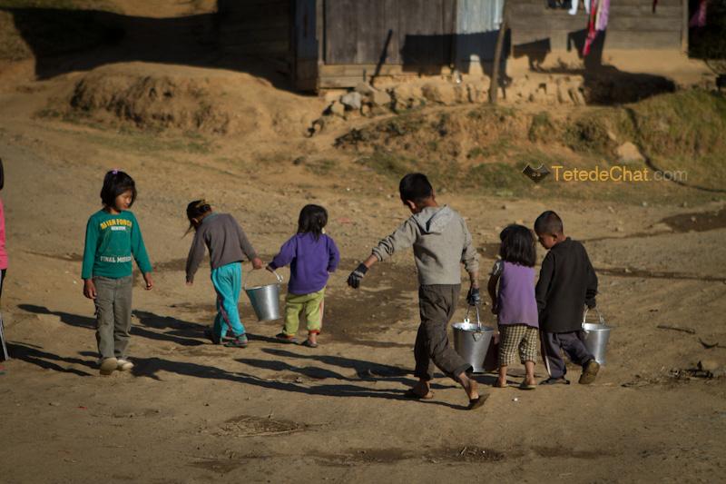 enfants_puit_ukhrul_eau_2