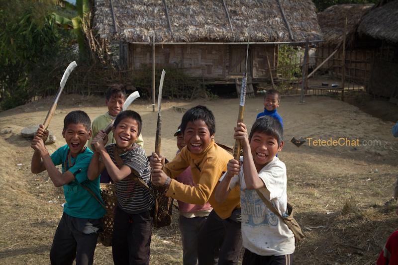 shangnyu_village_enfants_machettes