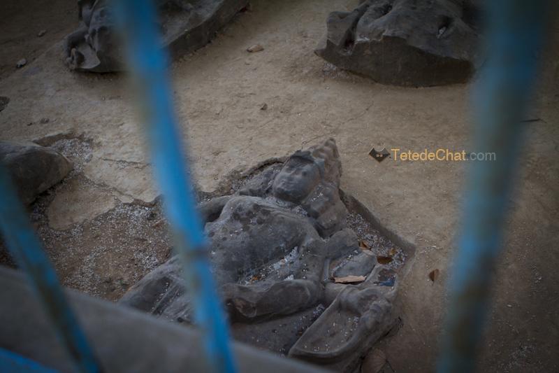 statue_cage_unakoti