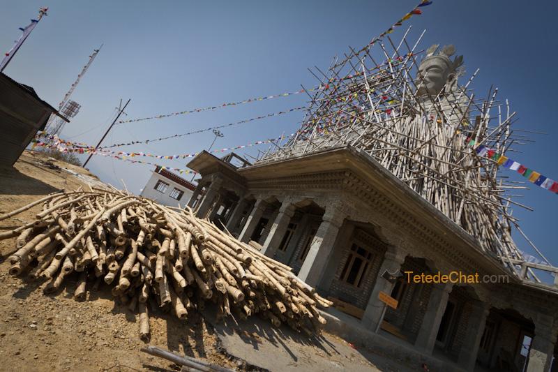 tara_blanche_statue_construction_lumla