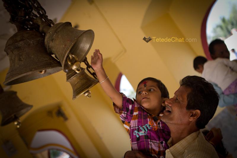 tripura_sundari_temple_enfant_cloche