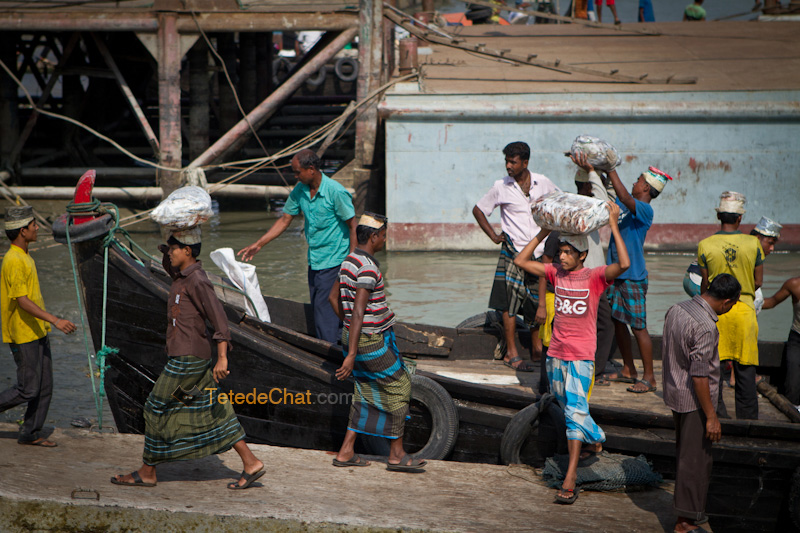delivreurs_poissons_barque_chittagong
