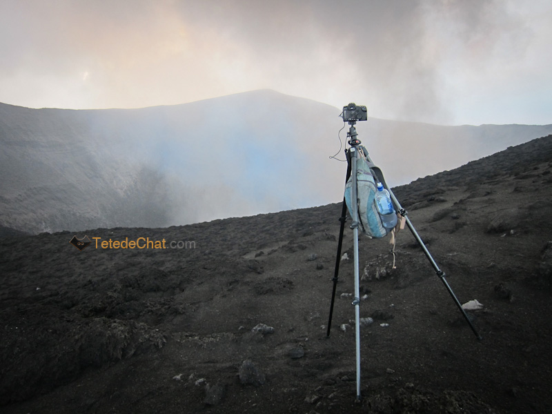 appareil_photo_installe_cratere_yasur_tanna