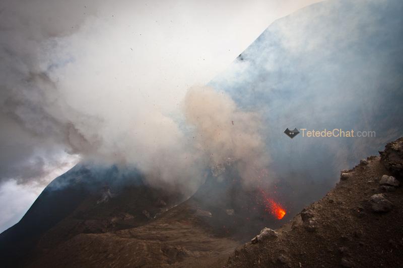 eruption_volcan_yasur_tanna