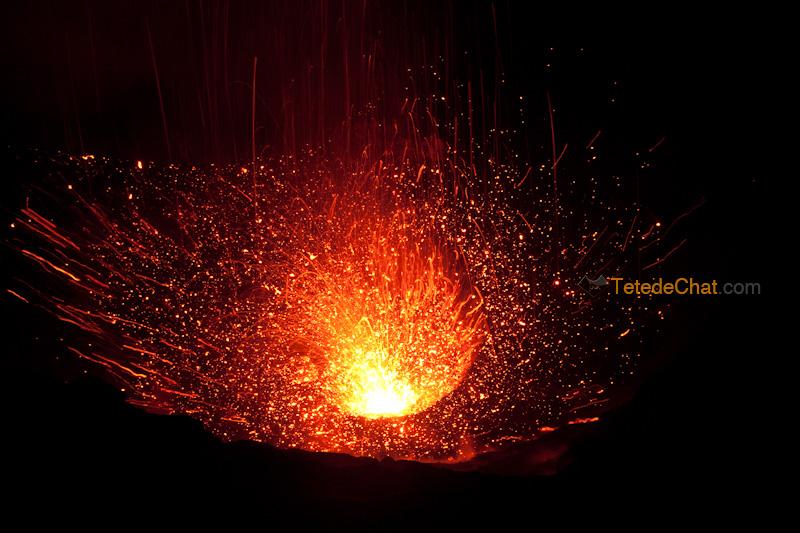 eruption_volcan_yasur_tanna_nuit_11