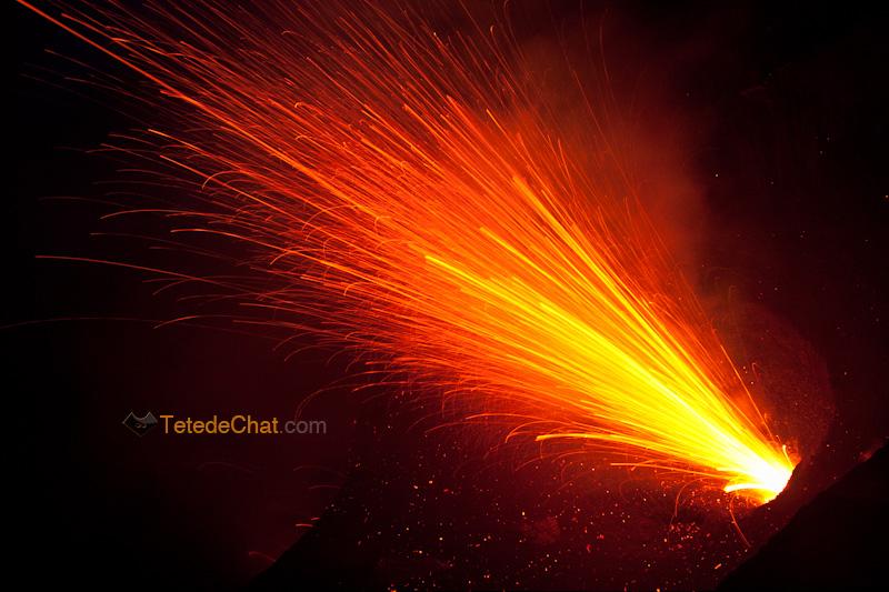 eruption_volcan_yasur_tanna_nuit_2