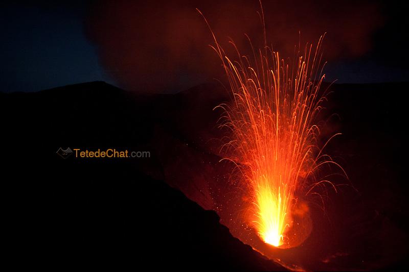 eruption_volcan_yasur_tanna_nuit_9