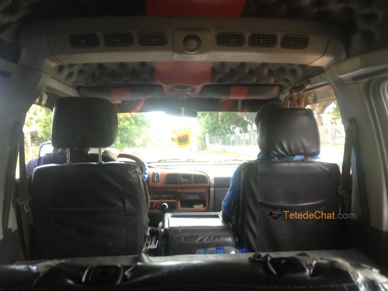 taxi_bus_vanuatu_interieur