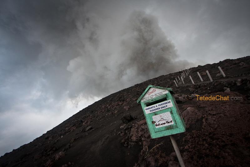 volcan_yasur_tanna_boite_aux_lettres