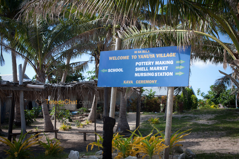 entree_village_yanuya_fidji