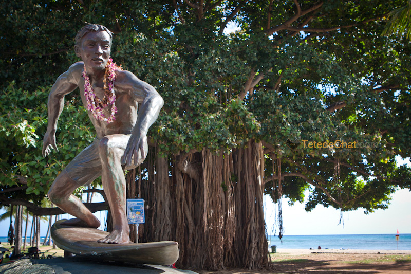surfer_sur_vague_statue