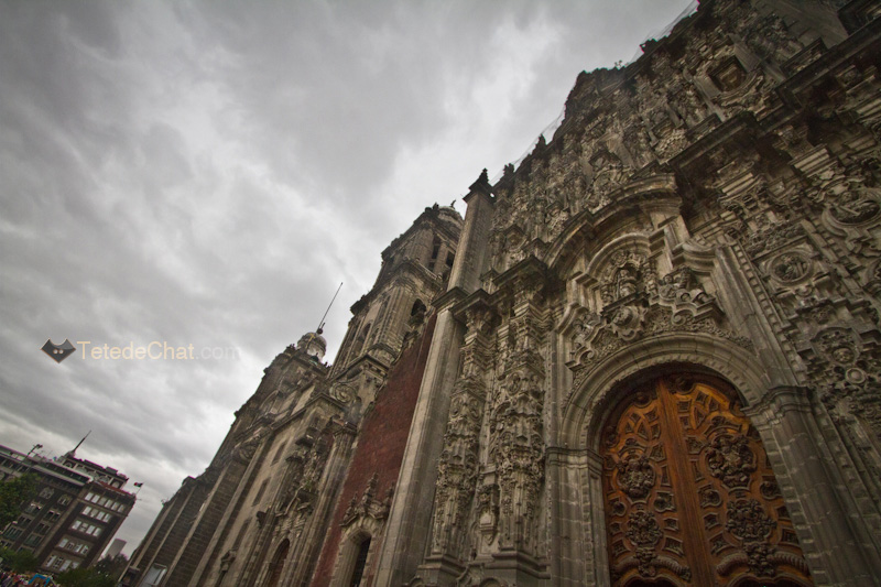 Cathedrale_Metropolitaine_entree_mur