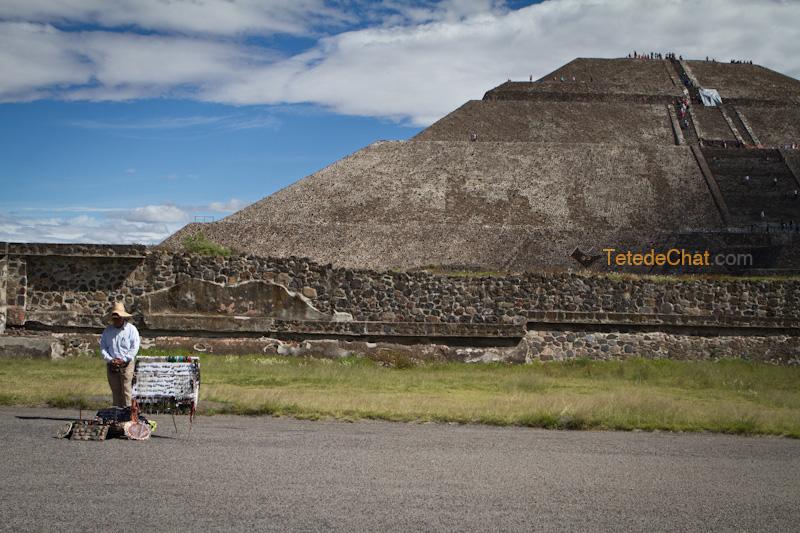 Teotihuacan_pyramide_soleil_vendeur
