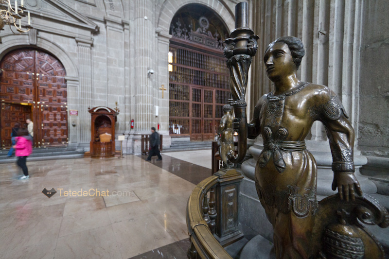 statue_Cathedrale_Metropolitaine_mexico