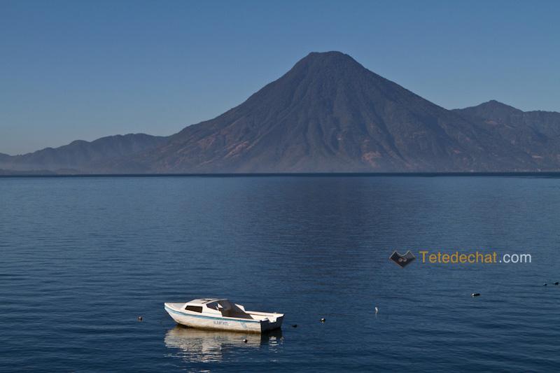 atitlan_volcan_bateau_lac