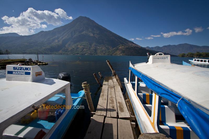 atitlan_volcan_ponton_bateaux_volcan