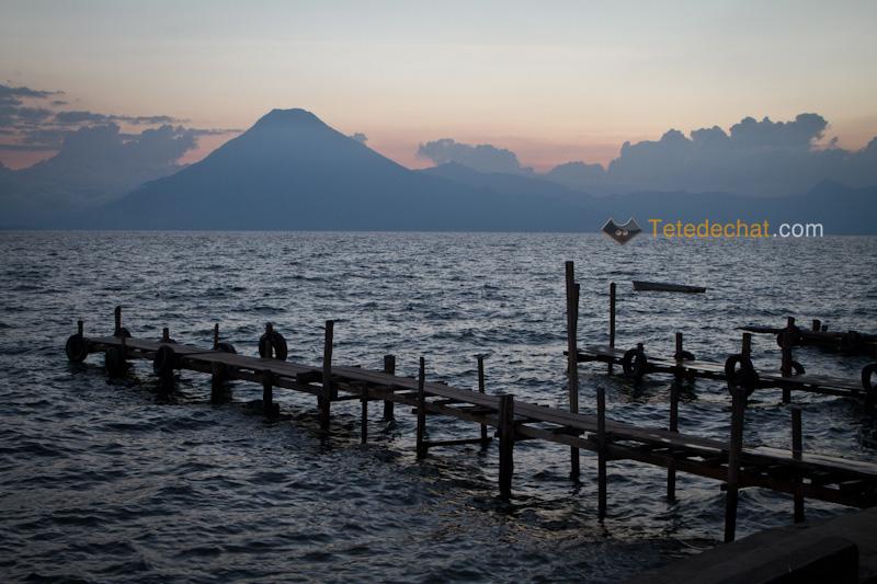 atitlan_volcan_ponton_couche_soleil