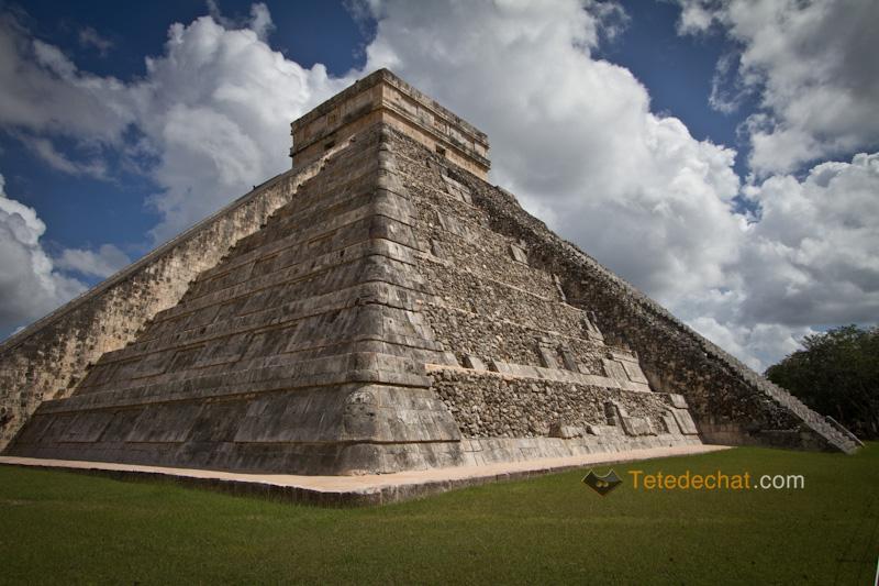 chichen_itza_pyramide_2