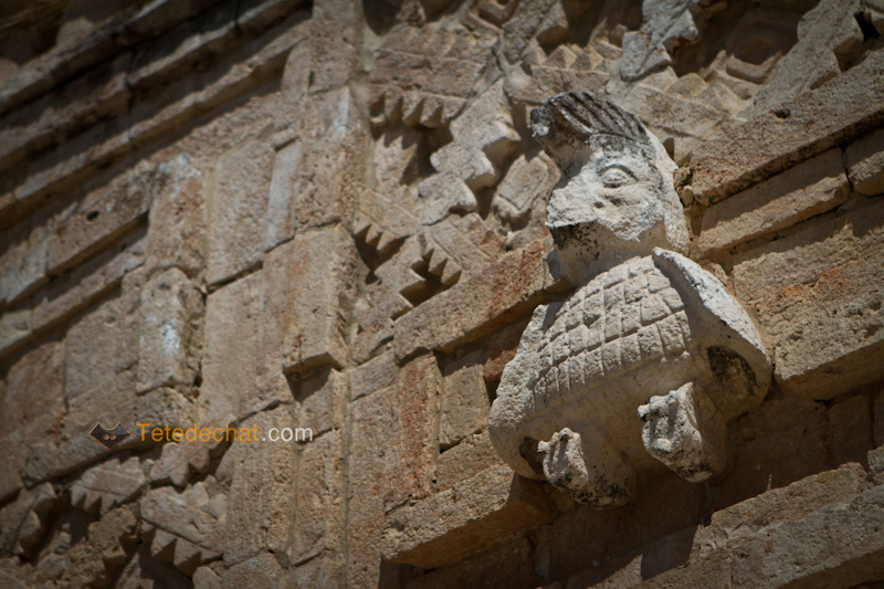 uxmal_statue_oiseau