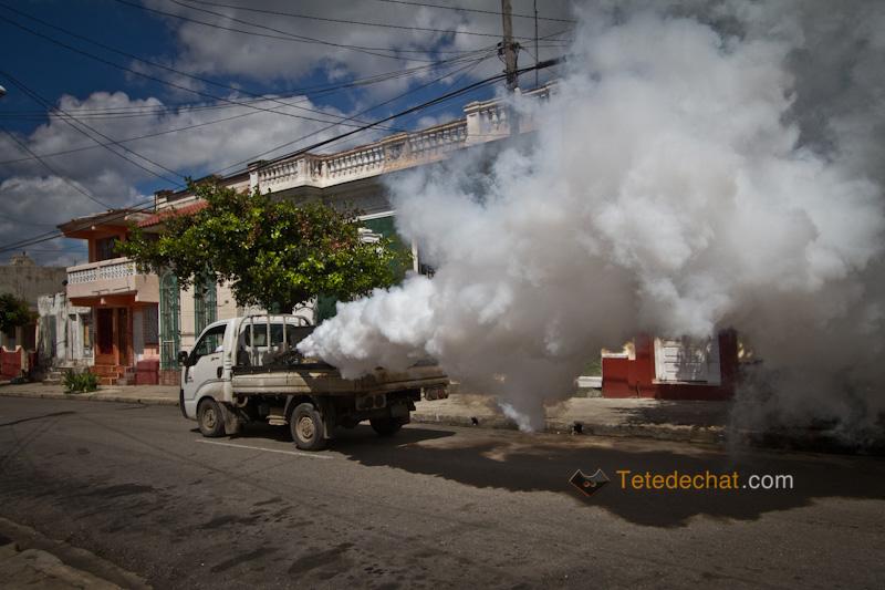 cienfuegos_camion_anti_moustiques_fumee