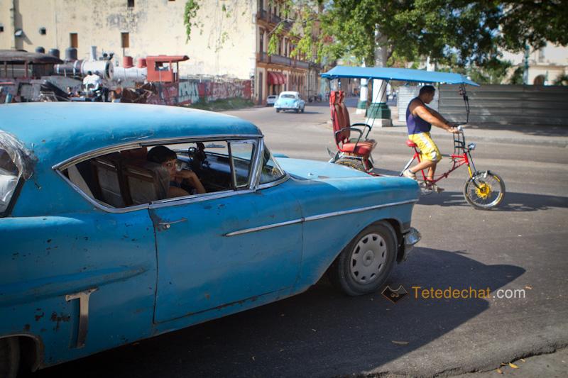 havane_voiture_bleue