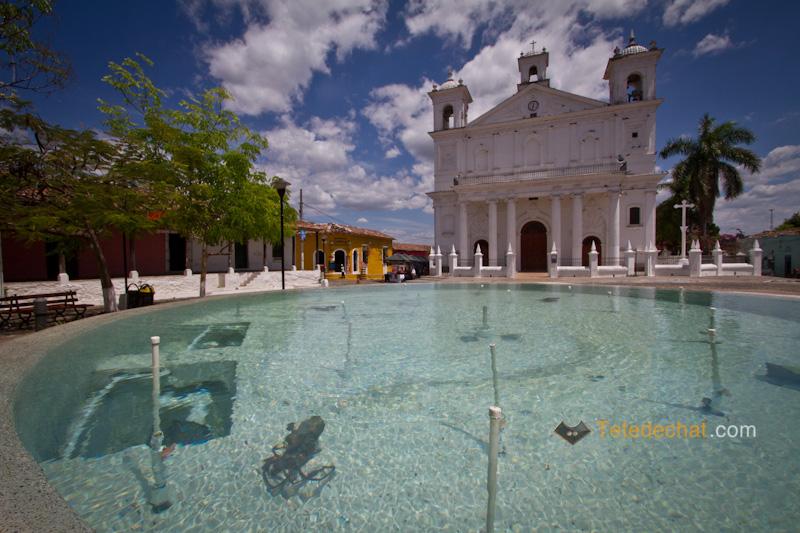 eglise_santa_lucia_suchitoto_fontaine_eau