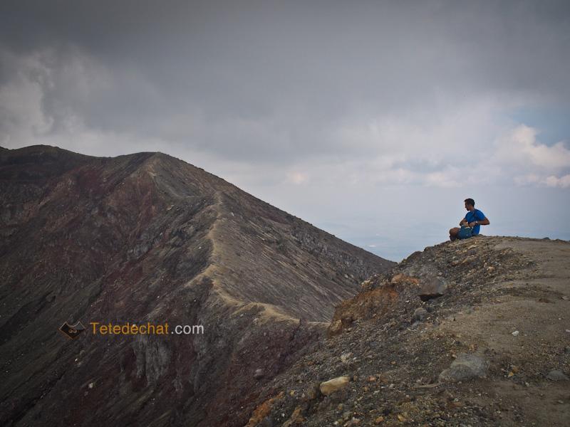 moi_volcan_santa_ana_cratere