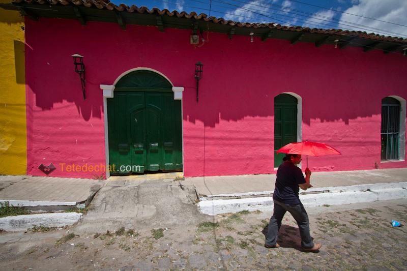 rue_couleurs_rose_maisons