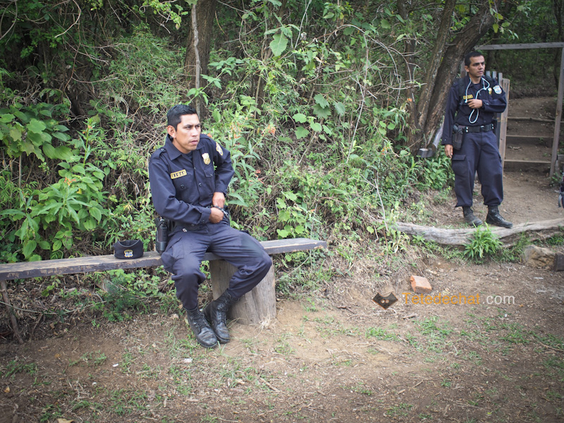 volcan_santa_ana_cratere_policiers_securite_trek