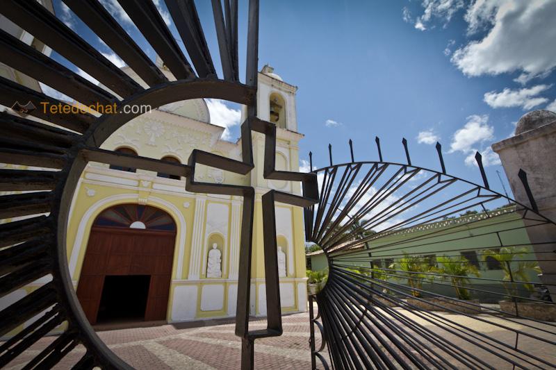 croix_portail_eglise_gracias_honduras