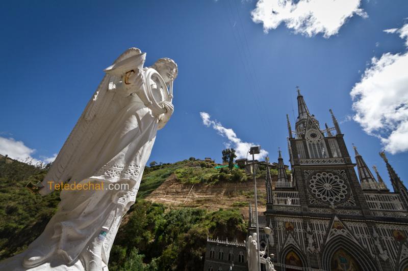 Sanctuaire_de_Las_Lajas_statue_2