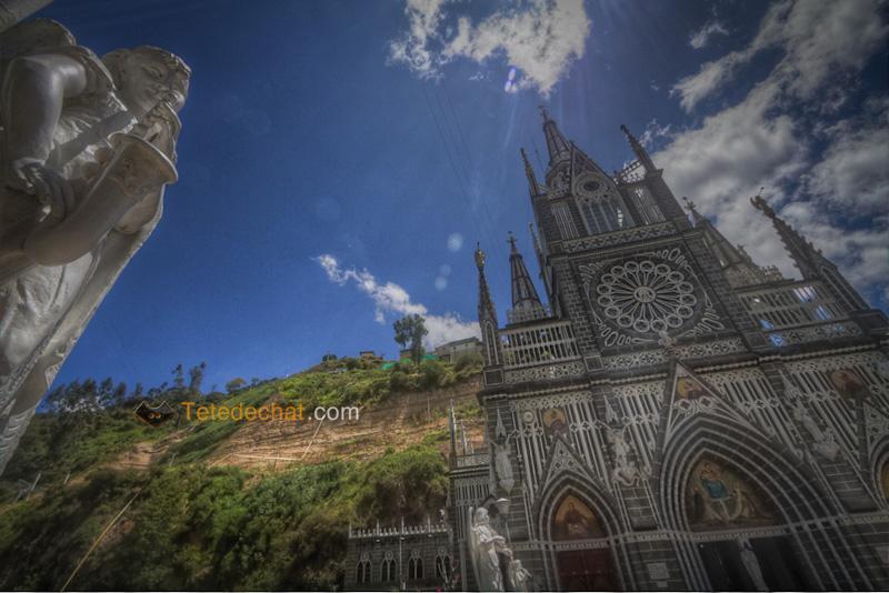 Sanctuaire_de_Las_Lajas_statue_HDR