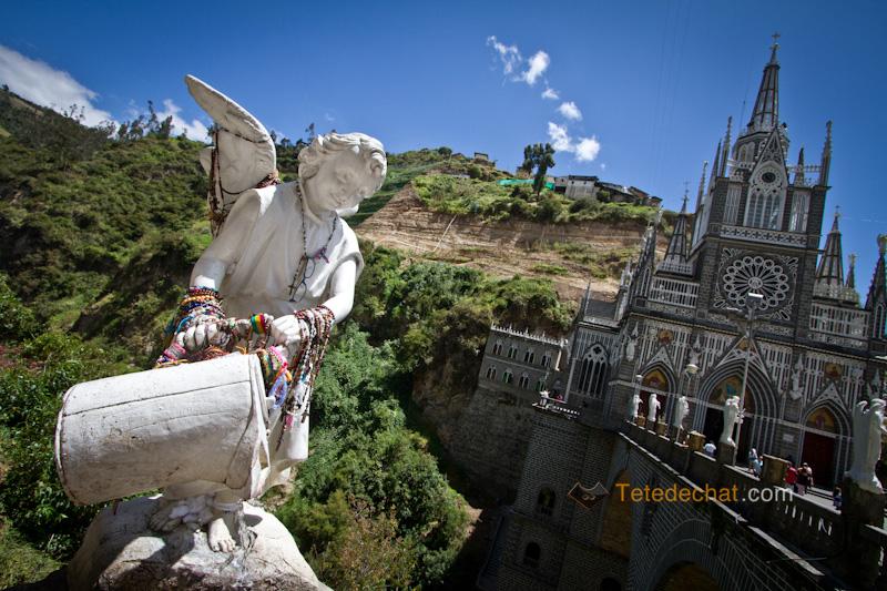 Sanctuaire_de_Las_Lajas_statue_ange