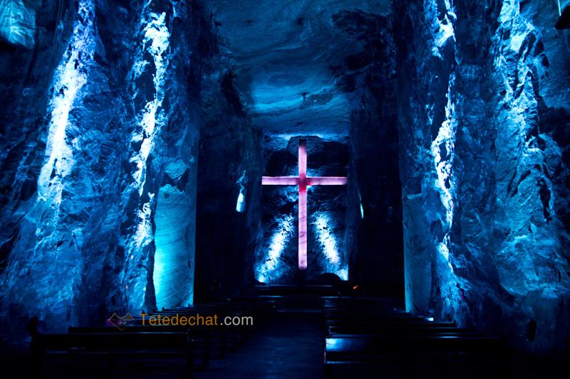 croix_Cathedrale_de_sel_Zipaquira_bleu