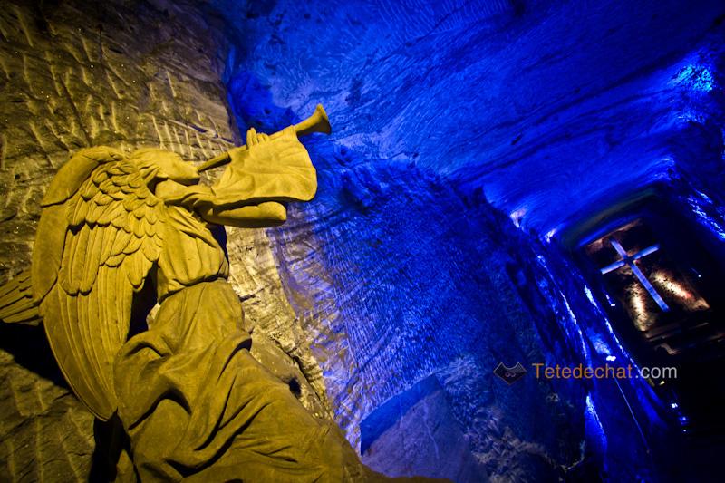 croix_Cathedrale_de_sel_Zipaquira_statue