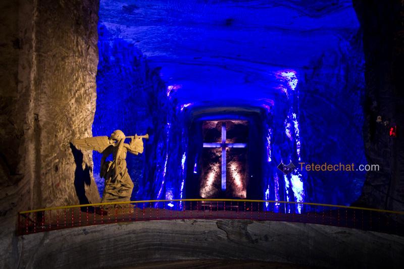 croix_Cathedrale_de_sel_Zipaquira_statue_hall