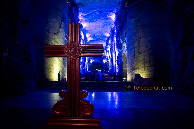 croix_bois_Cathedrale_de_sel_Zipaquira