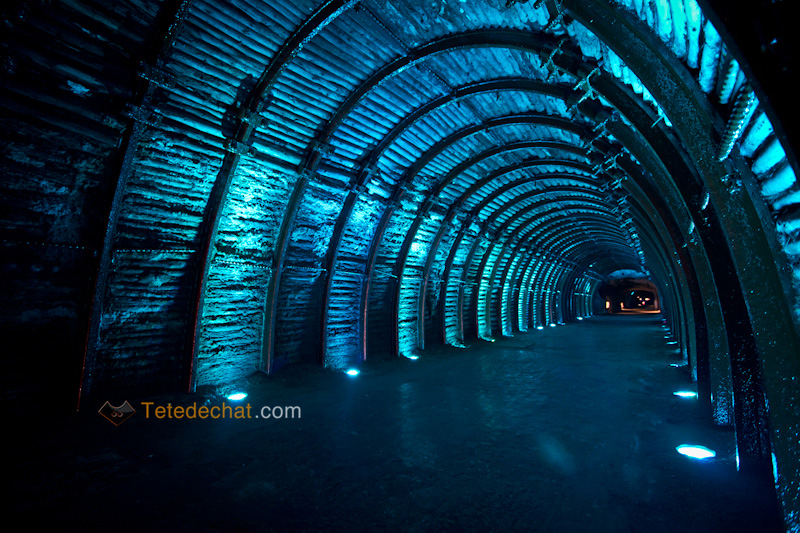 tunnel_entree_Cathedrale_de_sel_Zipaquira_bleu