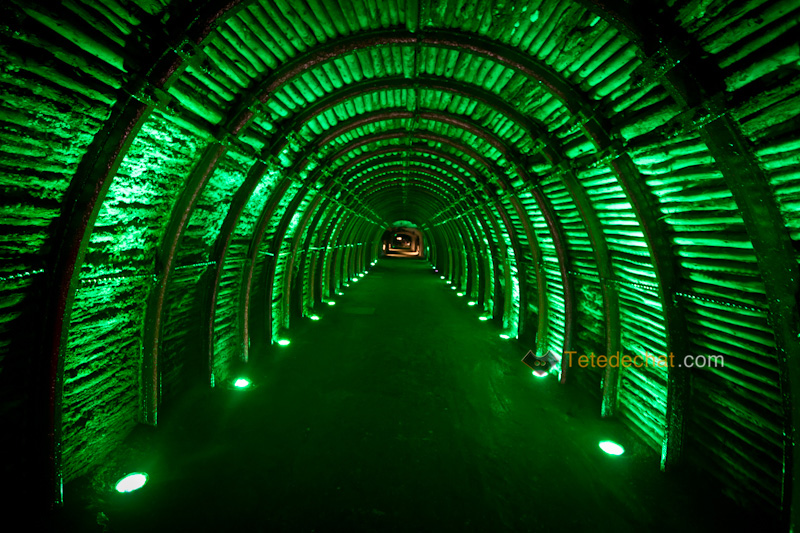tunnel_entree_Cathedrale_de_sel_Zipaquira_vert