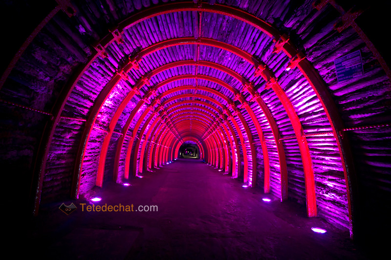 tunnel_entree_Cathedrale_de_sel_Zipaquira_violet